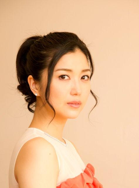 【画像あり】新妻聖子はミュージカル女優!結婚は?旦那さんは?