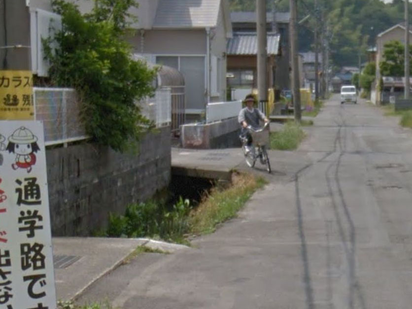 グーグルストリートビューの自転車女性(おばさん)はなぜ用水路に落ちた?場所は?【めっかっちゃった大賞】