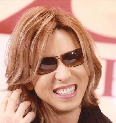 YOSHIKIの恋愛や恋人や性格は?カレーが辛い事件の動画や関連商品、ピアノの値段と展示場所は?【ダウンタウンなう】