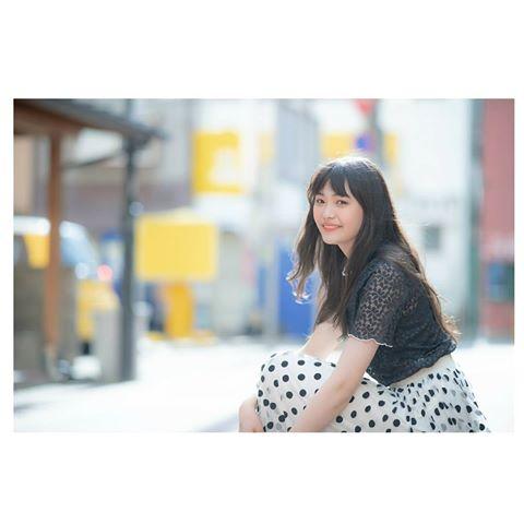 三阪咲(みさかさき)の事務所やデビューCDは?英語(Shape)が上手いが年齢はいくつ?